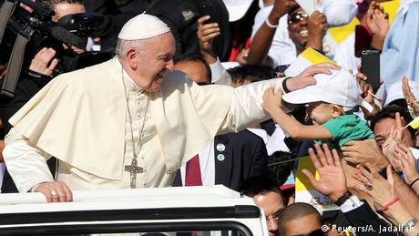 Ο Πάπας λειτουργεί στο Άμπου Ντάμπι