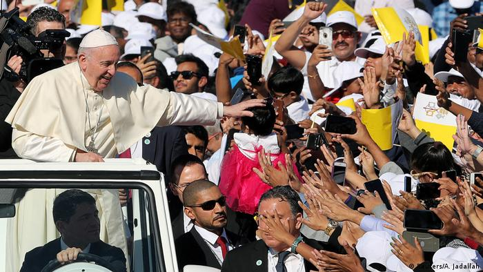 El papa Francisco es recibido por católicos en Abu Dabi. (5.02.2019).