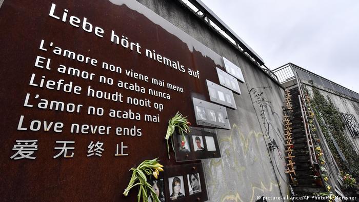 Мемориальная доска в Дуйсбурге в память о погибших на Loveparade 2010