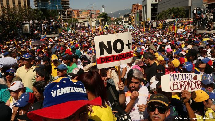 Протесты в Венесуэле против президента Николаса Мадуро, февраль 2019 года