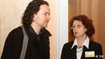 Руководитель языкового отдела Института Гёте в Минске Дмитрий Кречко и сотрудник кинотеатра Центральный