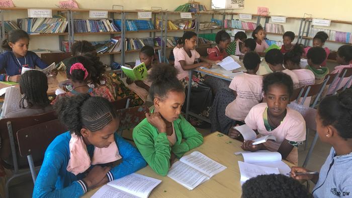 kleine Mädchen in einer Schule in Tigray