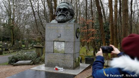 Вандали осквернили могилу Карла Маркса в Лондоні