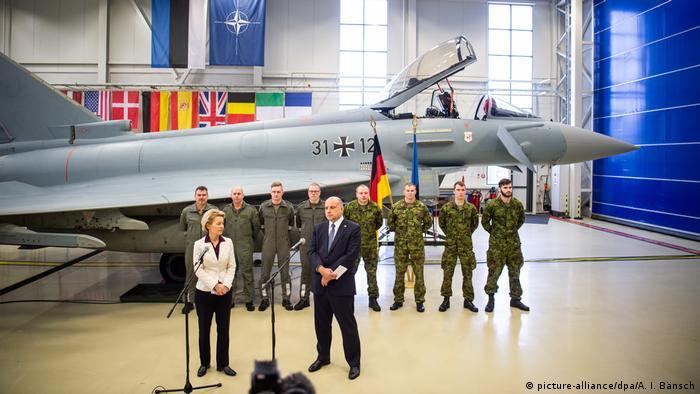 Baltikum Reise Verteidigungsministerin Von der Leyen (picture-alliance/dpa/A. I. Bänsch)