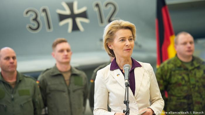 Minister of Defense Von der Leyen during a trip to the Balkans in February 2019 (picture-alliance/dpa/A. I. Bänsch)