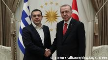 ANKARA, TURKEY - FEBRUARY 05: (----EDITORIAL USE ONLY 'Äì MANDATORY CREDIT - TURKISH PRESIDENCY / KAYHAN OZER / HANDOUT - NO MARKETING NO ADVERTISING CAMPAIGNS - DISTRIBUTED AS A SERVICE TO CLIENTS----) Turkish President Recep Tayyip Erdogan (R) shakes hands with Greek Prime Minister Alexis Tsipras (L) as they pose for a photo ahead of their meeting at the Presidential Complex in Ankara, Turkey on February 05, 2019. Turkish Presidency / Kayhan Ozer / Handout / Anadolu Agency   Keine Weitergabe an Wiederverkäufer.
