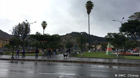 Peru Central-Platz in Cajamarca (DW/C. Chimoy)