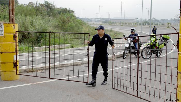 Colombian security officer guards on the road to the Tienditas cross-border bridge, in Cucuta (REUTERS)