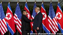 US-Präsident Donald Trump und Nordkorea-Präsident Kim Jong Un (picture-alliance/AP Photo/E. Vucci)