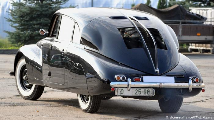 تاترا ۸۷ در سال ۱۹۳۶ معرفی و بسرعت به نمادی از طراحی مبتنی بر آیرودینامیک در صنایع خودروسازی تبدیل شد. تاترا ۸۷ که در چکسلواکی ساخته شد دارای ضریب پسار ۳۶,۰بود. خودرویی با سرعت بالا و مصرف کم که در سالهای جنگ جهانی برای رانندگی اتوبان بسیار مناسب بود. تقریبا تا سال ۱۹۵۰.