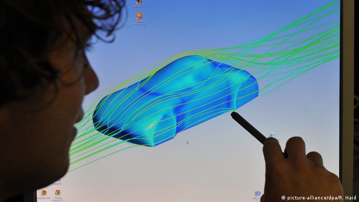 یکی از پارامترهای بسیار مهم در آیرودینامیک، مقاومت سیال در برابر حرکت یک جسم در آن است که به درگ و یا نیروی درگ شهرت دارد. نیروی درگ را نیروی پسا (پسار) نیز مینامند. این نیرو در جهت خلاف حرکت جسم، نسبت به سیال، وارد میشود و عموما باعث افت در کارآیی دستگاه میشود. وضعیت آیرودینامیک خودروهای طراحی شده در یک کانال که به آن کانال باد گفته میشود مورد بررسی قرار میگیرد.
