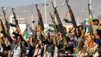 Jemen | Bewaffnete Sympathisanten der Huthi-Rebellen (Getty Images/AFP/M. Huwais)