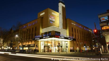 Das Kino Titania Palast in Berlin, Fassade (picture-alliance/Arco Images/Schoening Berlin)