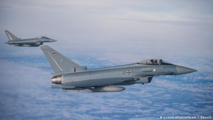 Typhoon fighter jets (picture-alliance/dpa/A. I. Bänsch)