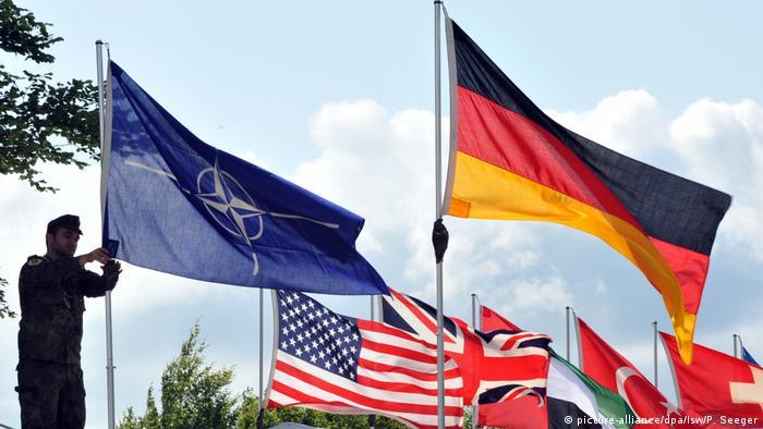 پرچم ناتو و کشورهای عضو پیمان آتلانتیک شمالی