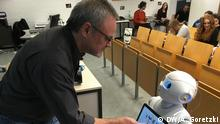 Universität Marburg | Roboter Yuki & Professor Dr. Jürgen Handke