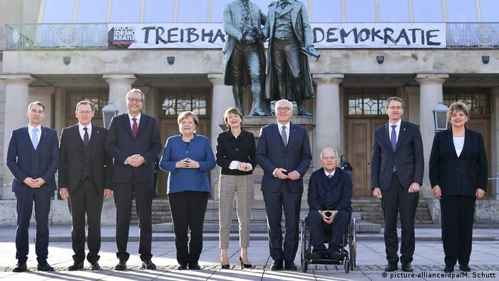 Politicians gathered for the 100th anniversary commemoration of the signing of the Weimar constitution (picture-alliance/dpa/M. Schutt)