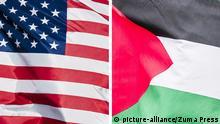 Kombibild - Flaggen der USA und Palästina