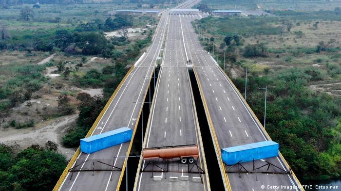 نظامیان ونزوئلا گذرگاه مرزی با کلمبیا را با کانتینر بستهاند