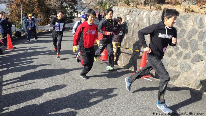 Japanische Gemeinde in Kamaishi übt für nächsten Tsunami (picture-alliance/dpa/L. Nicolaysen)