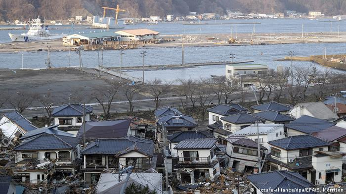 Tsunami Kamaishi 2011 (picture-alliance/dpa/EPA/S. Morrison)