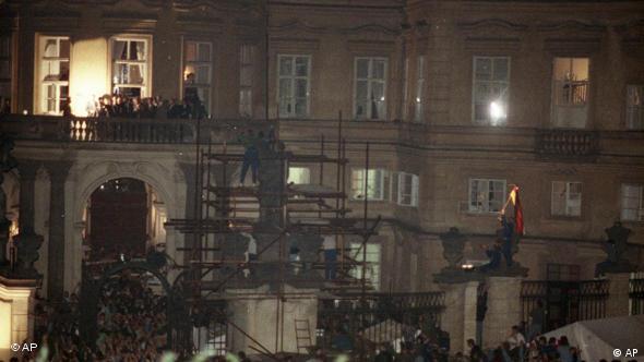 Balkon njemačkog veleposlanstva u Pragu 30.09.1989.
