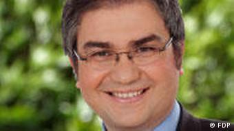 Portrait shot of Serkan Toeren.