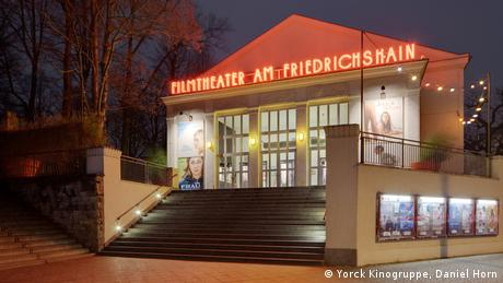 Filmtheater am Friedrichshain in Berlin bei Nacht (Yorck Kinogruppe, Daniel Horn)
