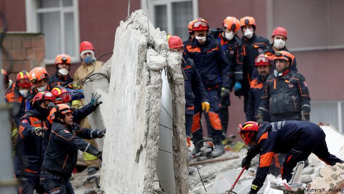 Türkei Mehrstöckiges Haus in Istanbul eingestürzt
