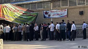 Iran Kermanshah Schlange stehen für Billigfleisch (IRNA)