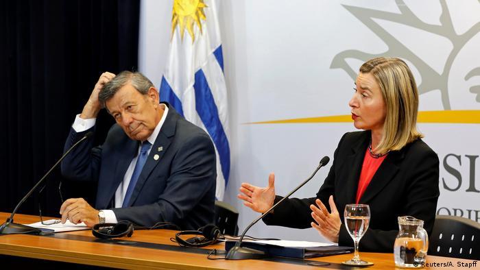 Rodolfo Nin Novoa e Federica Mogherini em Montevidéu