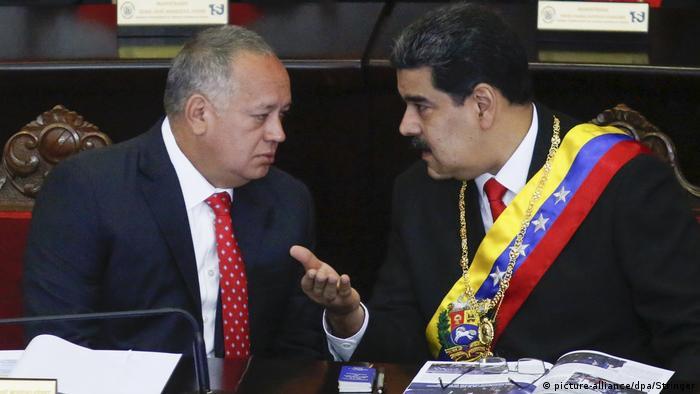 Venezuela, Caracas: Nicolas Maduro und Diosdado Cabello (picture-alliance/dpa/Stringer)