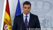 04.02.2019, Spanien, Madrid: Pedro Sanchez, Ministerpräsident von Spanien, hält eine Rede im Moncloa-Palast, dem offiziellen Sitz des Ministerpräsidenten von Spanien. Spanien hat den venezolanischen Parlamentschef Guaido offiziell als legitimen Interimspräsidenten des krisengeschüttelten Landes anerkannt. Foto: Andrea Comas/AP/dpa +++ dpa-Bildfunk +++ |