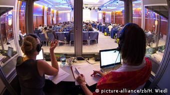 В кабине переводчиков на одной из конференций: один переводит - другой страхует. Через определенное время - смена ролей.