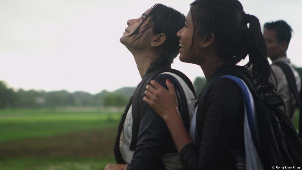 Carefree friendship meets tragic end in ′Bulbul Can Sing′ | Film | DW |  15.02.2019