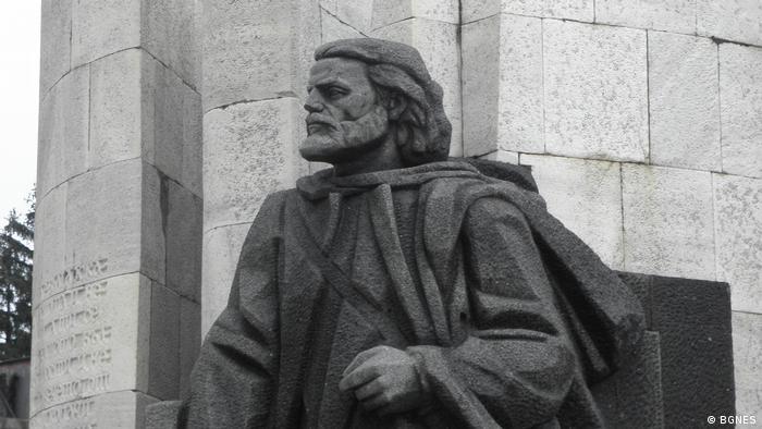 Паметникът на Паисий Хилендарски в Банско