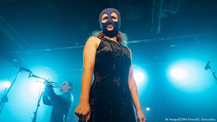 Maria Alyokhina beim Pussy Riot Konzert in Madrid