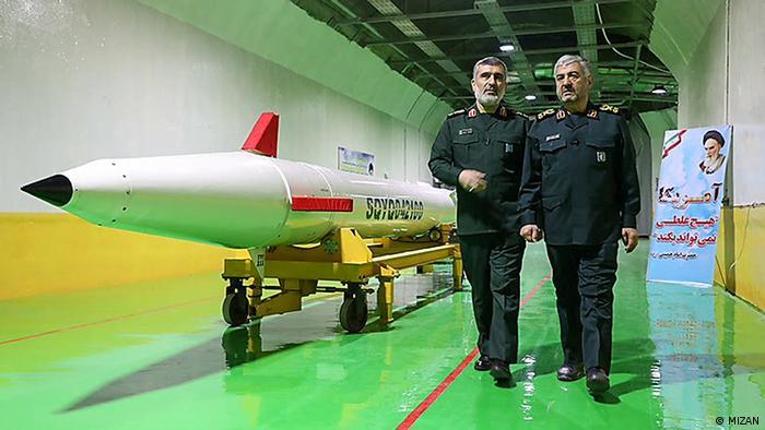 Командующий Воздушно-космическими силами КСИР Амир Али Хаджизаде (слева, фото из архива)