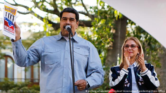 Venezuela Maduro Unterschriftenkampagne in Bolivar (picture-alliance/dpa/Handout Venezuelan Presidential Press Office)