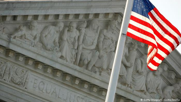 USA Washington Supreme Court mit Flagge (Getty Images/C. Somodevilla)