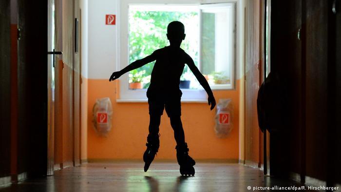 Asilo de niños en proceso de adopción en Potsdam, Alemania.