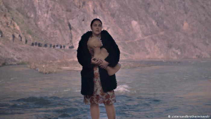 Кадр из фильма Бог существует, ее имя - Петрунья