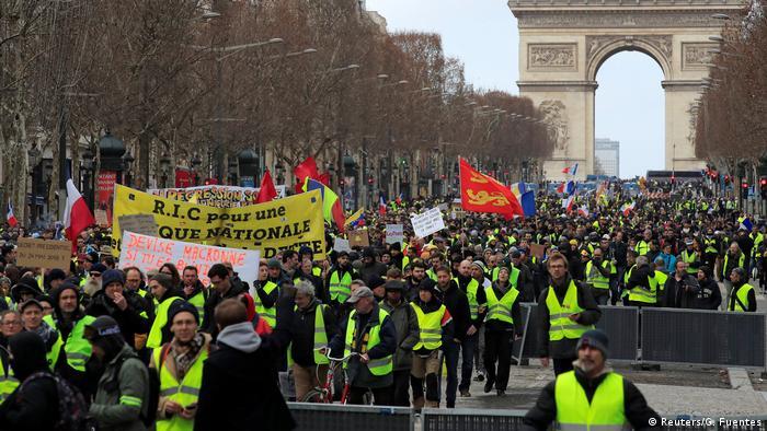 Yellow vest protesters in Paris (Reuters/G. Fuentes)
