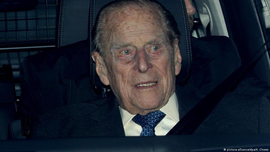 Príncipe Felipe, esposo de la reina Isabel II, permanecerá hospitalizado   El Mundo   DW   18.02.2021