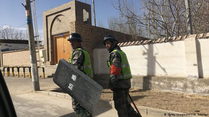 China XinJiang Polizeipatrouillen (Getty Images/AFP/B. Dooley)