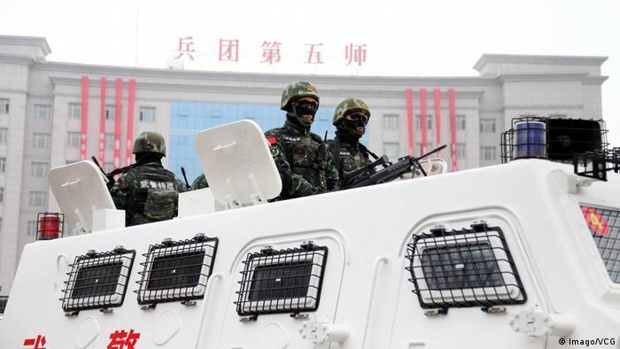 BORTALA CHINA Anti-Terror-Truppen in Xinjiang (Imago/VCG)