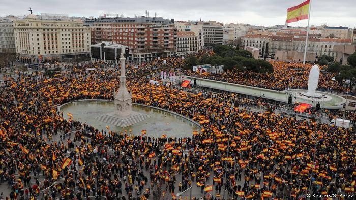 Protesto contra o governo em Madri, na Praça de Colón