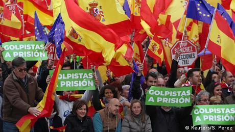 """Ξεκινά η δίκη των """"12"""" Καταλανών σε μια κρίσιμη συγκυρία"""