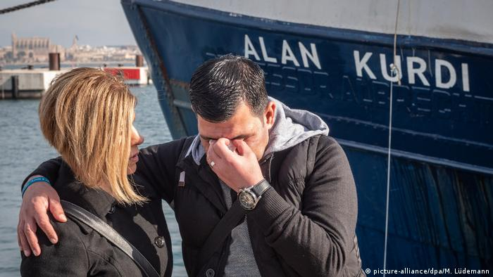 Taufe Sea-Eye-Rettungsschiff Alan Kurdi (picture-alliance/dpa/M. Lüdemann)