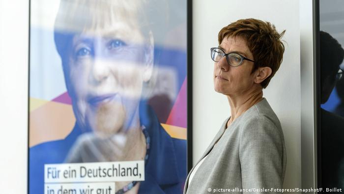 Deutschland PK CDU/CSU - Asyl-Streit | Annegret Kramp-Karrenbauer (picture-alliance/Geisler-Fotopress/Snapshot/F. Boillot)